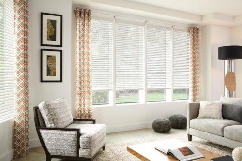Mẫu rèm cửa - rèm gỗ màu trắng đẹp sang trọng cho phòng khách hiện đại