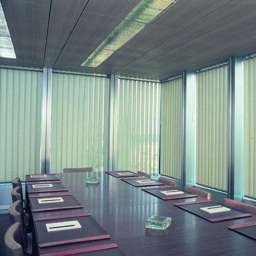 Mẫu rèm lật lá dọc lắp đặt văn phòng hiện đại