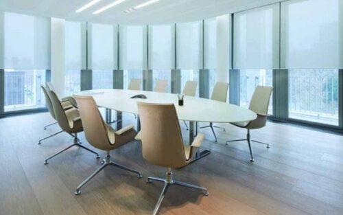 rèm cửa kính văn phòng là giải pháp tối ưu được tin dùng để khắc phục những hạn chế của kính