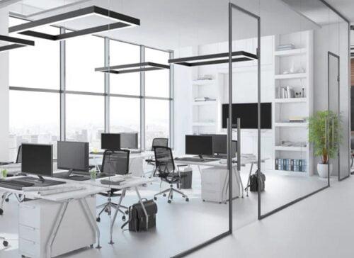 Kính đem đến sự hiện đại và sang trọng cho không gian văn phòng. Làm sao để đảm bảo sự riêng tư và kiểm soát ánh sáng tốt giúp không gian làm việc hiệu quả?