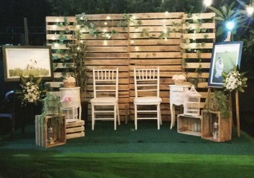Rèm đám cưới bằng khung gỗ trang trí hoa