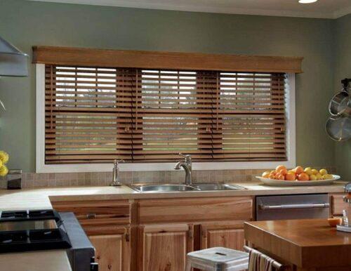 Mẫu rèm gỗ đẹp cho phòng bếp sang trọng và tràn đầy ánh sáng