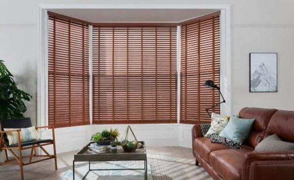 Đây là mẫu rèm gỗ phòng khách đẹp và là xu hướng rèm cửa 2021