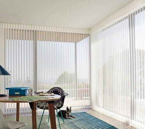 Đây là mẫu rèm văn phòng đẹp. Rất hợp lý khi sử dụng cho mùa hè để đón ánh sáng và thoáng khí