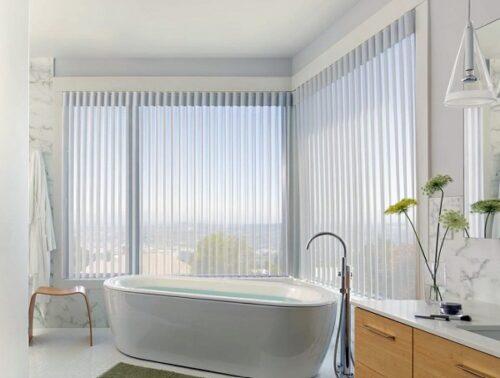 Mẫu rèm nhà tắm đẹp giúp không gian sạch sẽ và tràn ngập nắng