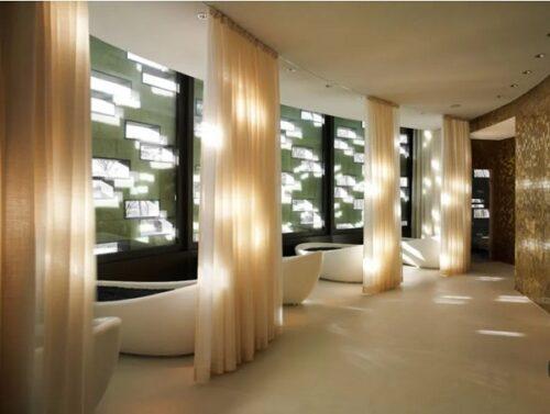 Các loại vải voan luôn tôn nên sự lung linih và lãng mạn. Đặc biệt phù hợp khi kết hợp với trang trí spa.