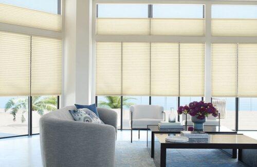 Phòng khách sang trọng và tinh tế với hệ thống rèm cửa phù hợp