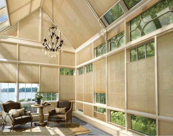 Rèm tổ ong là sự lựa chọn cho các không gian đặc biệt. Với sự thiết kế khéo léo, chúng cũng đem đến sự thẩm mỹ cao và tối đa hóa ánh sáng theo mong muốn.