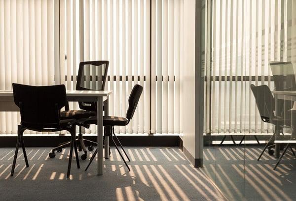 Rèm lá dọc văn phòng hà nội cho không gian làm việc đầy nắng và thoáng khí